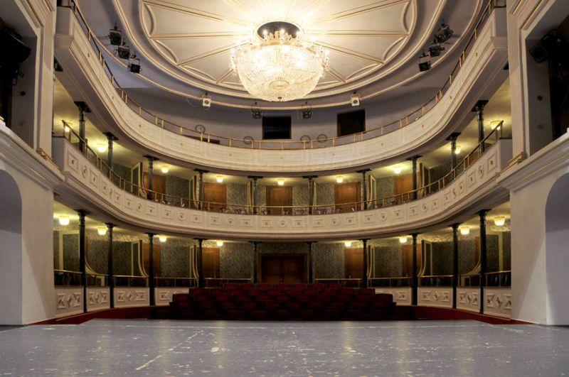 divadlo-LE.jpg
