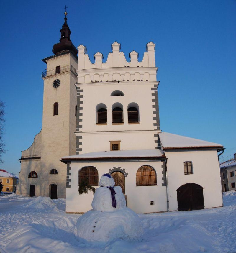 201211130945390.zvonica_a_farsky_kostol.jpg