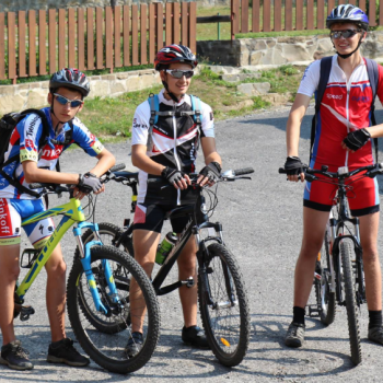 mladi cyklisti