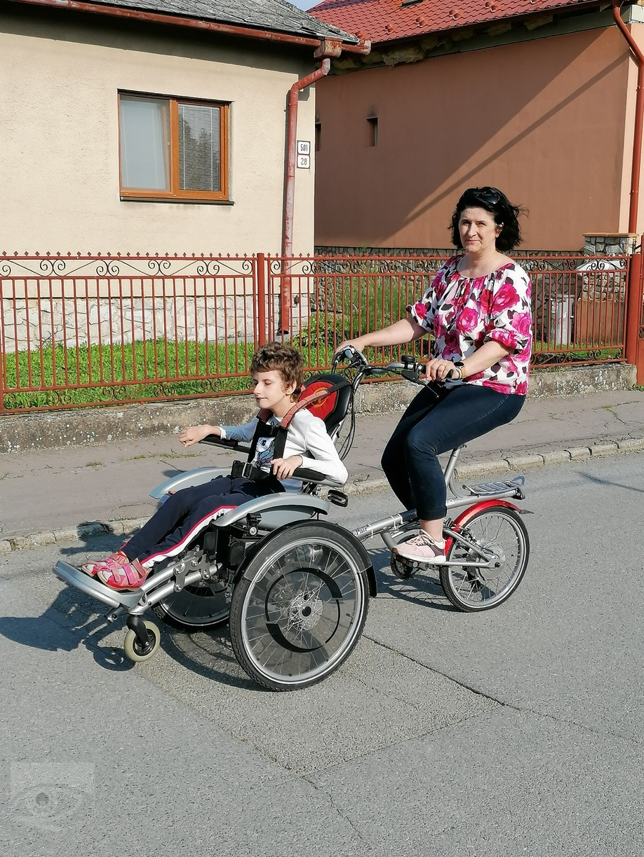 Iniciatorka projektu Mária Šárossyová so svojou dcérou.